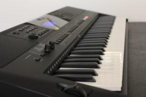 Yamaha-PSR-E453-im-Einsatz
