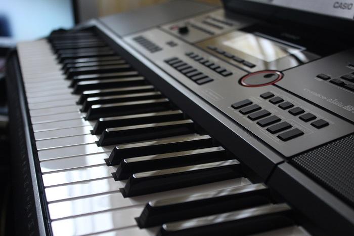Casio CTX-5000 Keyboard spielen