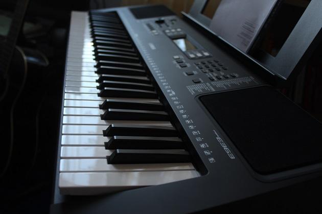 https://einsteiger-keyboard.de/wp-content/uploads/2021/03/Keyboard-Yamaha-PSR-E363-für-Anfänger.jpg